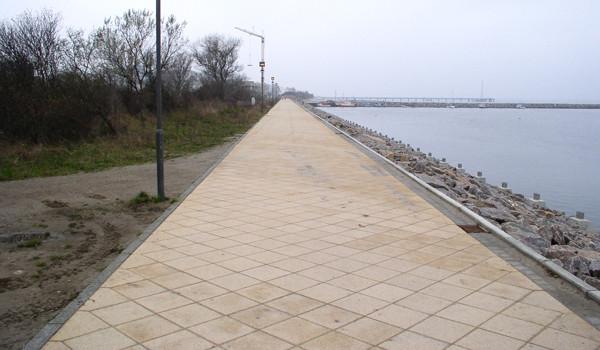 Bau und Pflasterung der Promenade