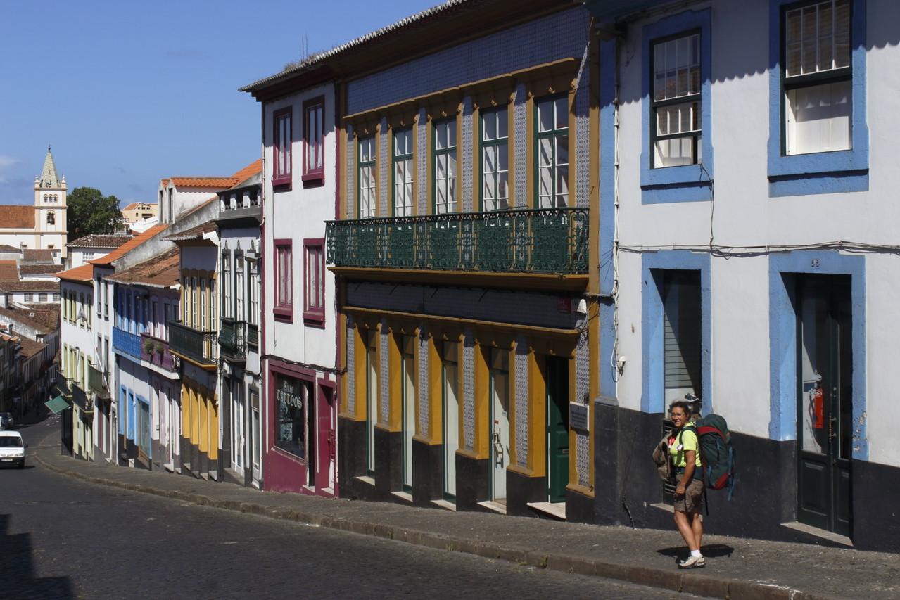Rue colorée de Angra do Heroismo - 01aout13 @ Florian Bernier