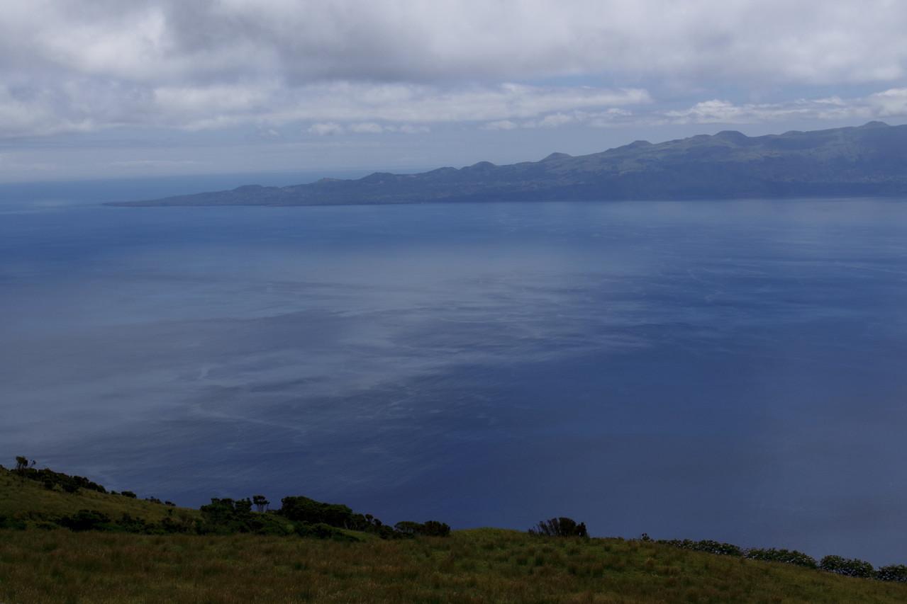 L'île de Pico n'est qu'à 30km - Eté 2013 © Florian Bernier
