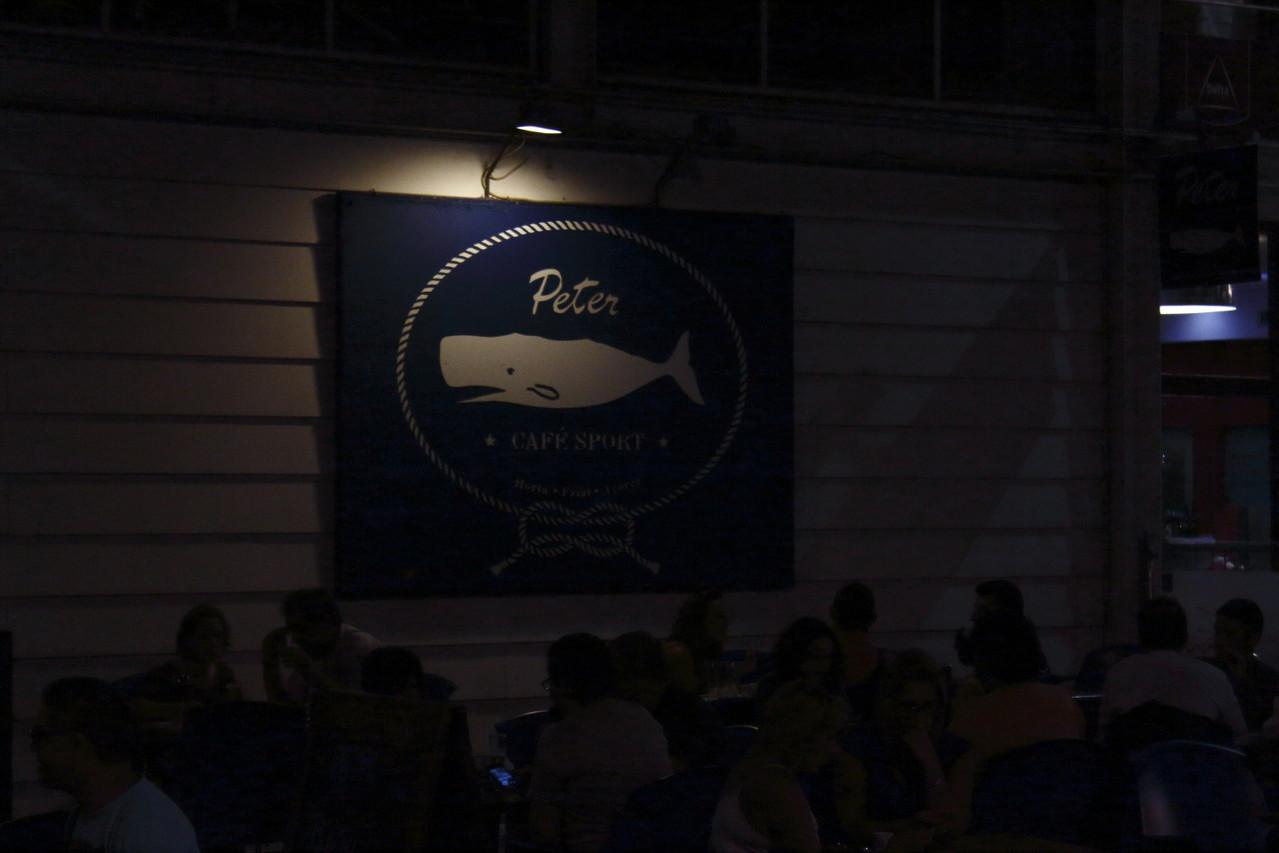 Le 1er cachalot ! le Célèbre bar Peter's Café (mais de Lisbonne, l'original est à Horta) - été 2013 @ Florian Bernier
