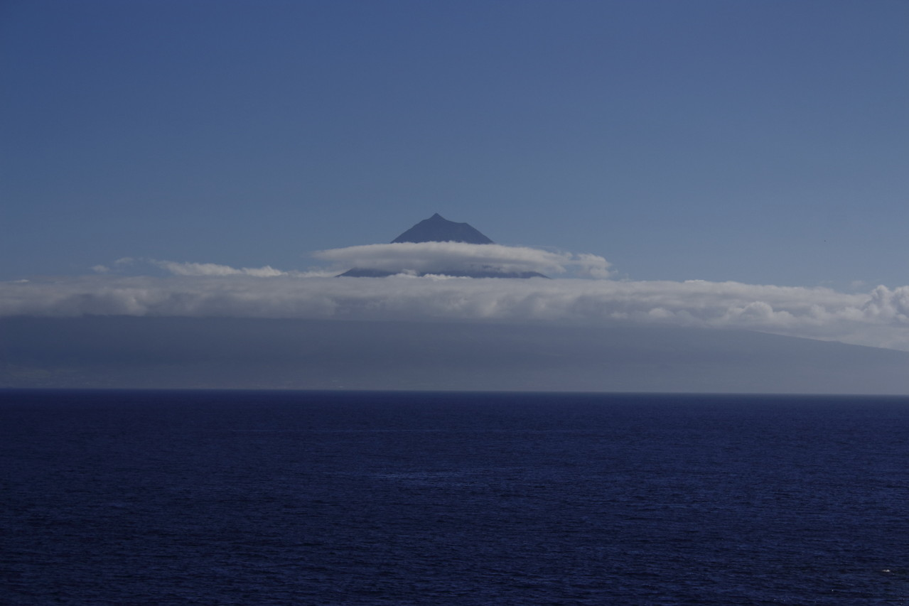 Pico endimanché dans son collier de nuages - Eté 2013 © Florian Bernier