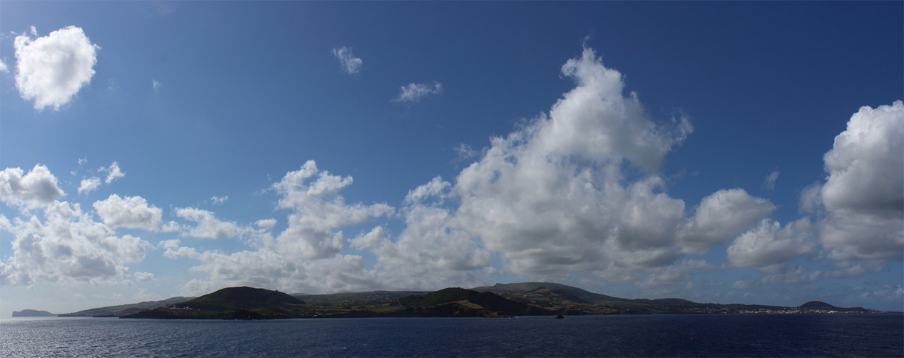 Panorama de Terceira vu du bateau - 01aout13 @ Florian Bernier