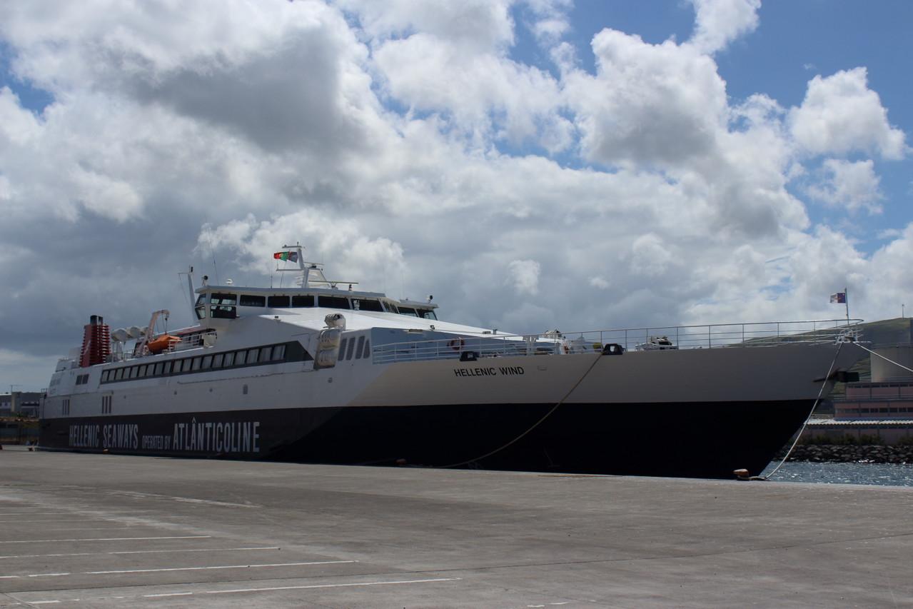 Hellenic Wind, 1 des 2 gros bateaux-navettes reliant les îles des Açores - 01aout13 @ Florian Bernier
