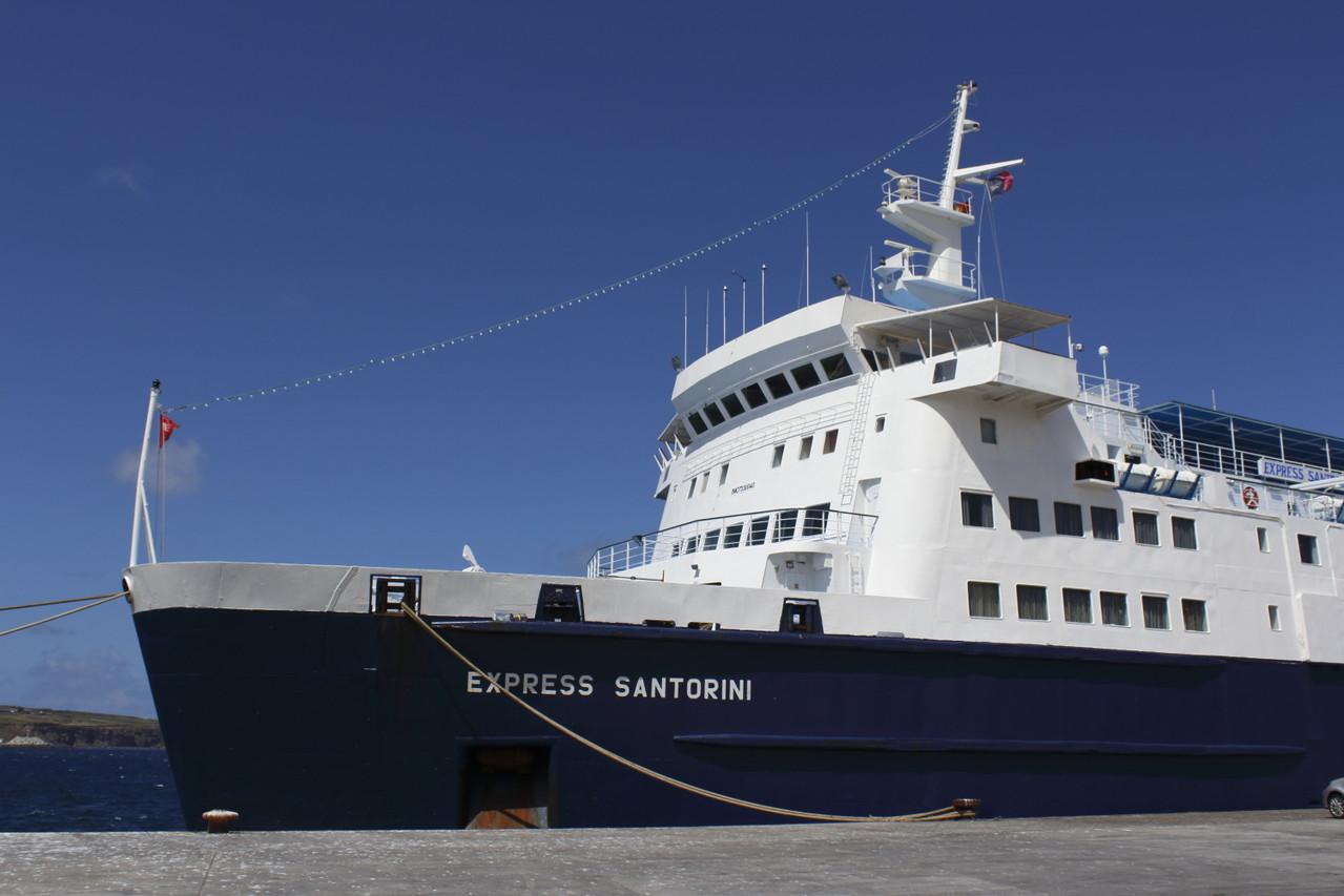 Express Santorini, 2e gros bateau-navette reliant les îles des Açores - 01aout13 @ Florian Bernier