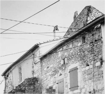 Toiture vue de la rue du Vallat