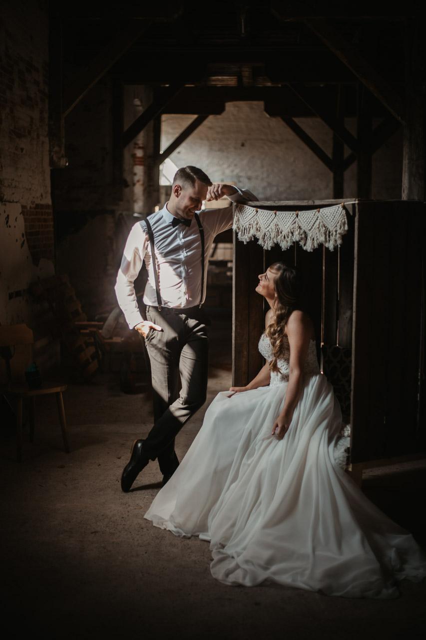 Brautpaar Hochzeit Hochzeitsfotograf Norddeutschland Scheune