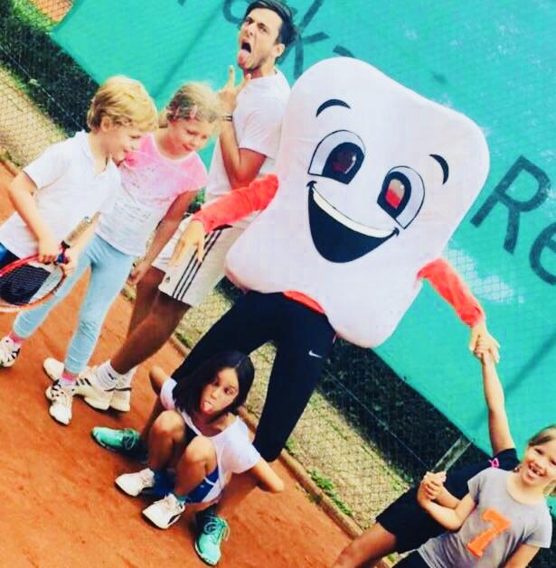 Dentoman im Tennisunterricht ©Jonas Nonnenmacher