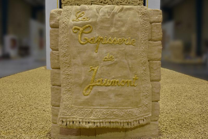 La Tapisserie de Jaumont (Titre de la sculpture qui est derrière)