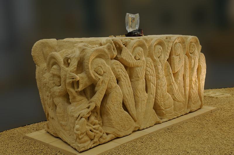 L'Autel chrétien (face avant) - Long. 230 cm x Larg. 84 cm x Haut. 100 cm