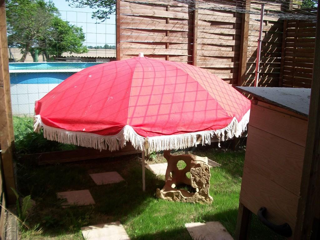 Et maintenant l l'herbe et le parasol pour les grande chaleur,elle est pas belle la vie...