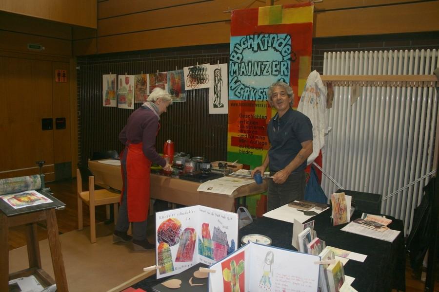 Erste Mainzer Buchkinder - Werkstatt ( Herr Renato Batistella)