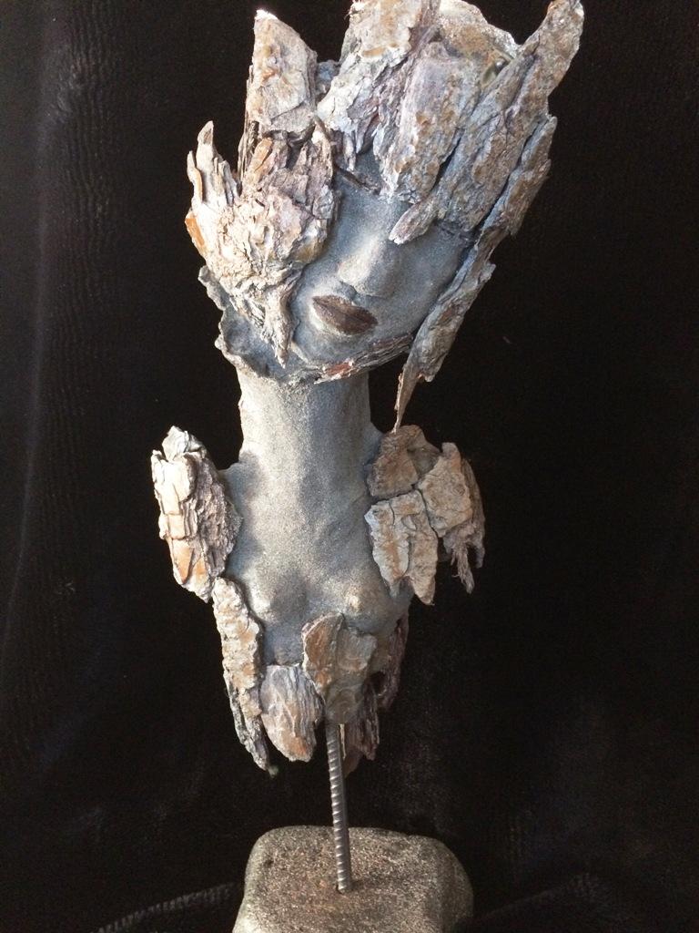 L'être aux écorces. Terre (Paper clay) & technique mixte. H50x20x18cm.