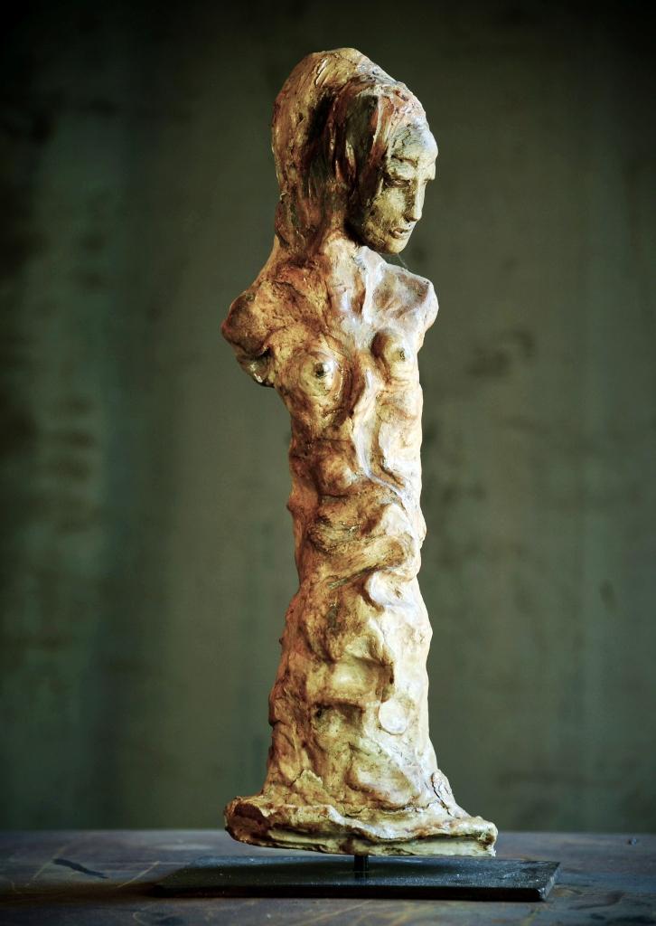 La reine des arbres. Terre (Paper clay) & technique mixte. 51x22x15cm.
