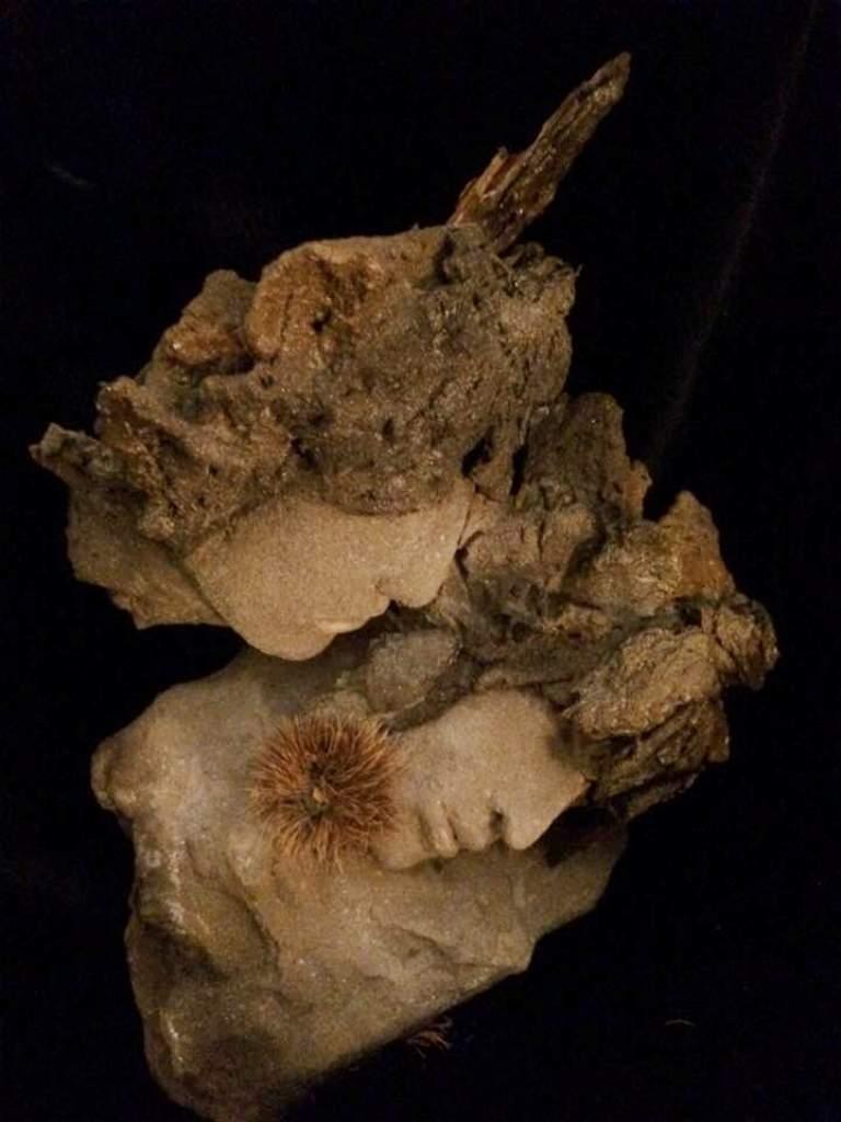 Murmure. Terre (Paper clay) & technique mixte. H30x26x16cm.