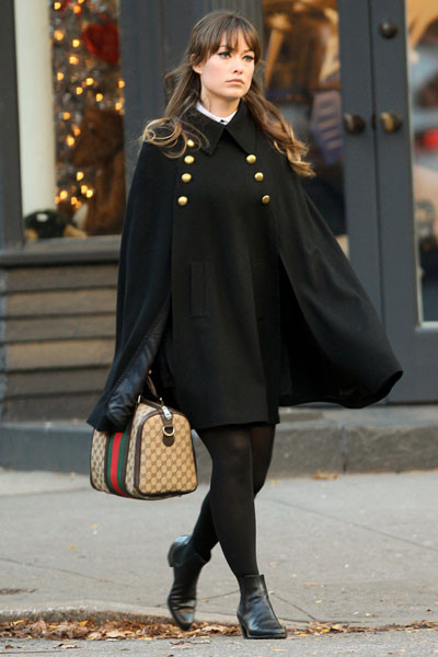Olivia Wilde Nos encanta la actriz con este modelo de inspiración militar. Sencillamente perfecta.