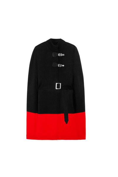 En negro y rojo Mcq Alexander Mcqueen.