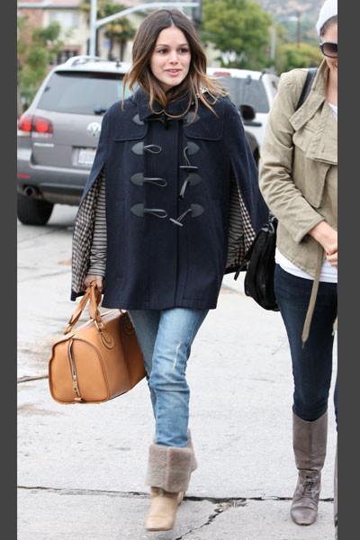 Rachel Bilson Rachel luce el outfit perfecto para una mañana en clave casual, con pitillos, botas y maxibolso.