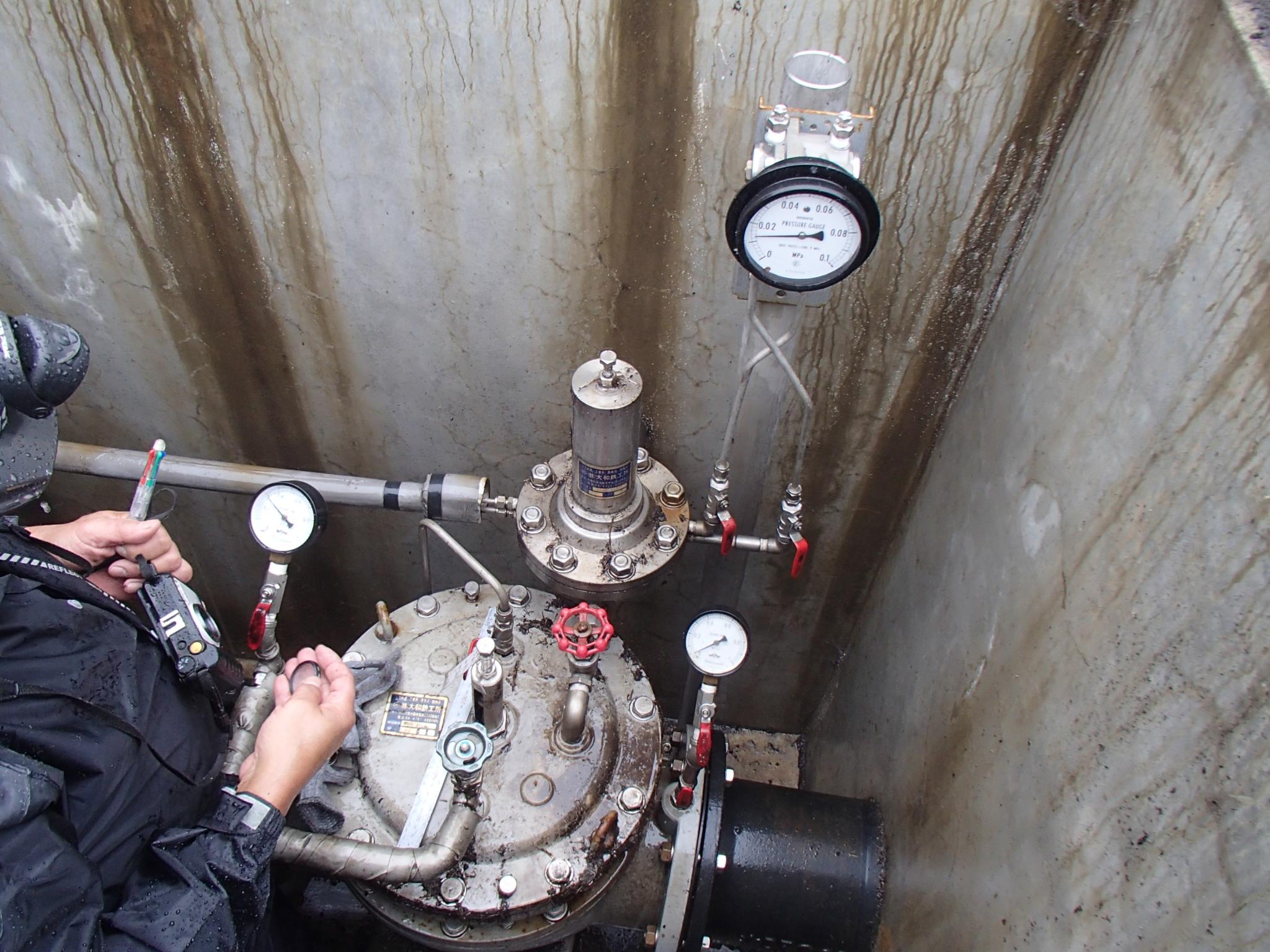 受水施設で機器の試験調整作業を行いました。
