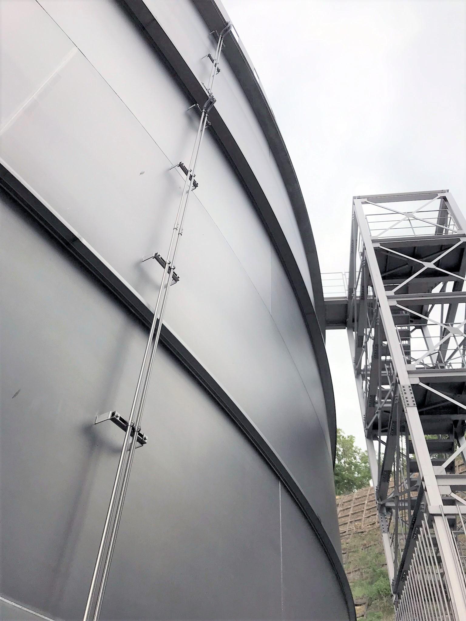 配水池電気計装設備  国内最大規模の円形ステンレス配水池の電気計装設備工事を施工しました。