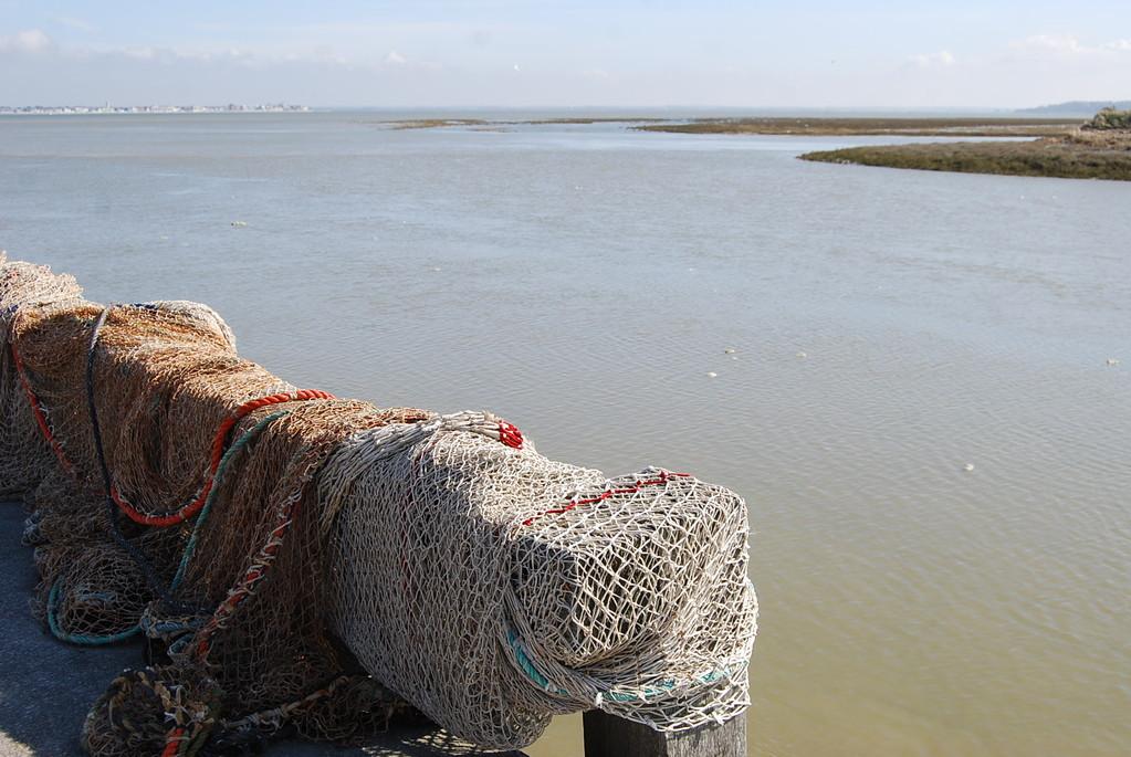 Les filets de pêche attendent la marée au Hourdel