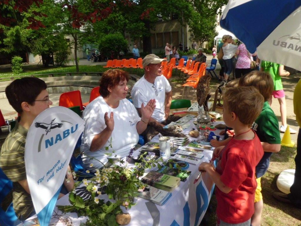 Der NABU-Stand mit Antje Knopf, Gudrun Edner und Jens Thesenvitz (von links)