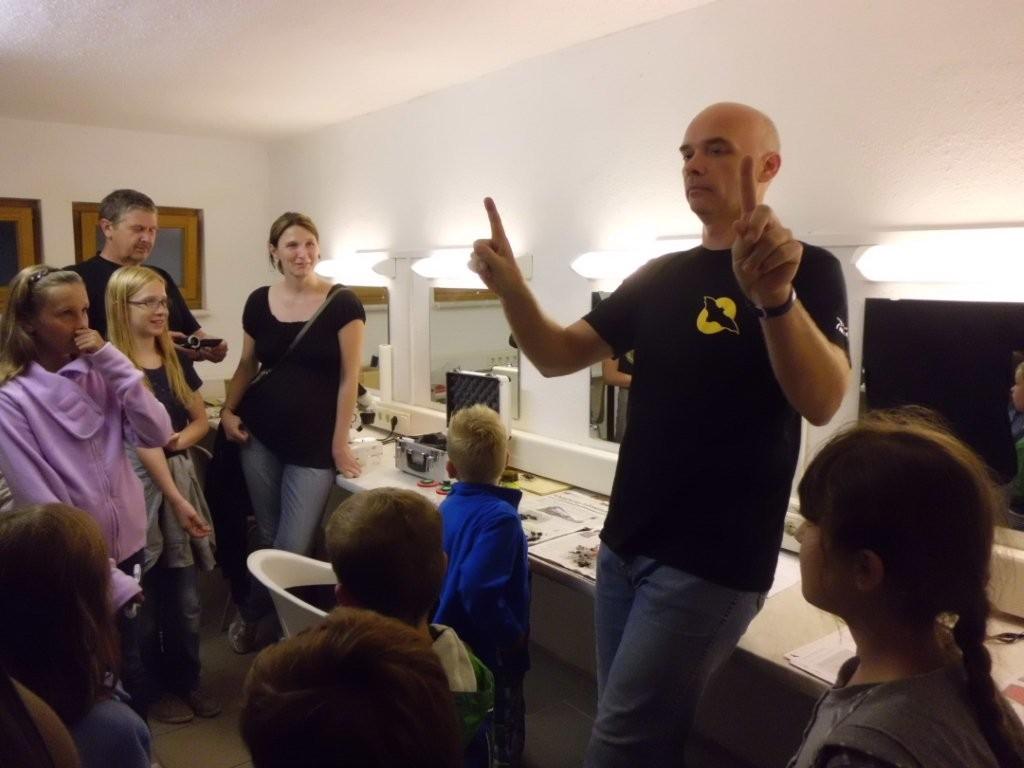 """""""Kein Anglerlatein!"""" - Michael Wunschik informiert die Gäste anschaulich über Fledermäuse und Eulen"""