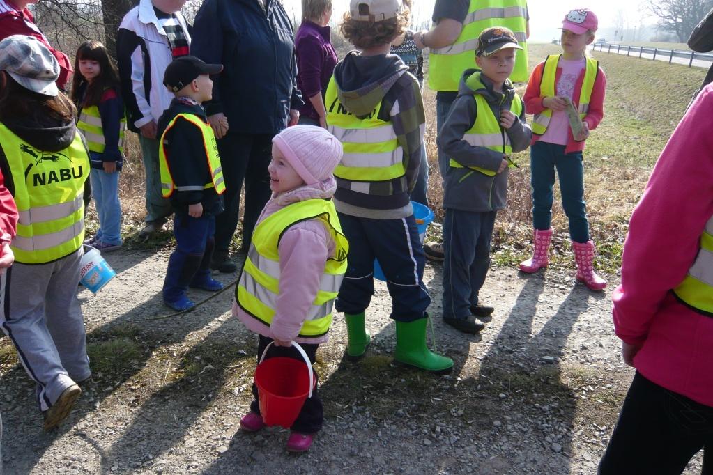 Kleine wie große Kinder wollen helfen
