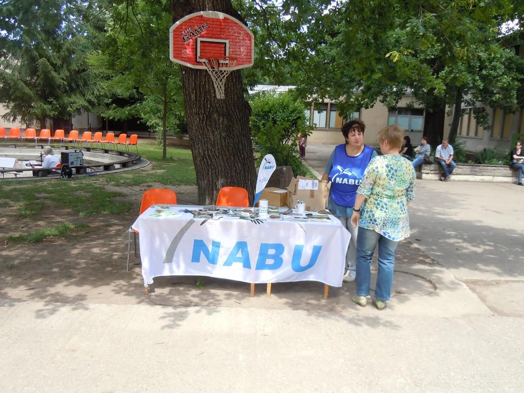 Unser NABU-Stand betreut von Gudrun Sommerfeld (ganz rechts) und Gundrun Edner