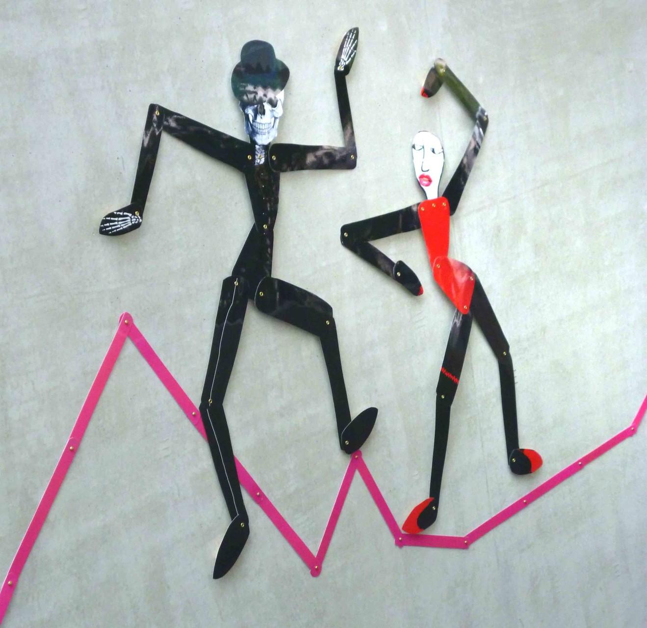 Der Tod und das Mädchen; bewegliche Figuren; laminierter Inkjet-Druck; ca. 1,20 m hoch