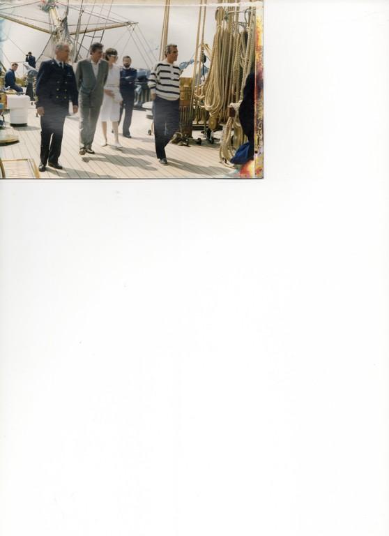 1988 - su Nave Vespucci con il C.te Assettati e l'attore Alain Delon