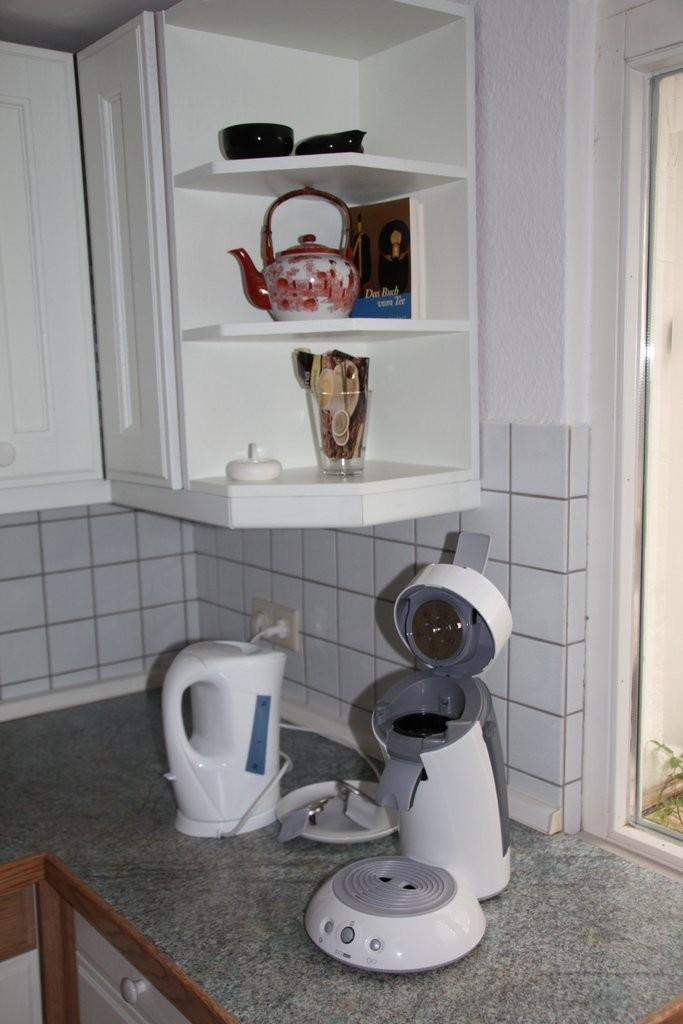 Senseo-Kaffepad-Maschine und Wasserkocher