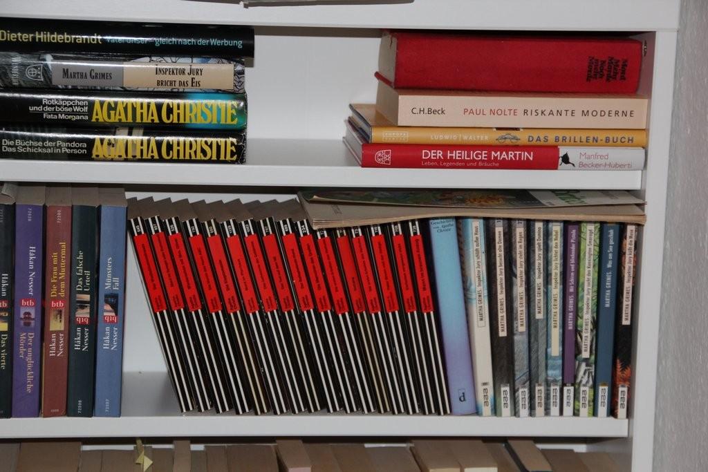 Krimis im Ess- und Lesezimmer