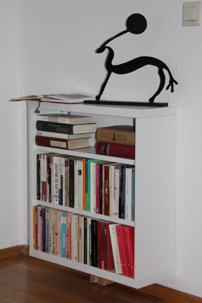 Bücherregal im Ess- und Lesezimmer