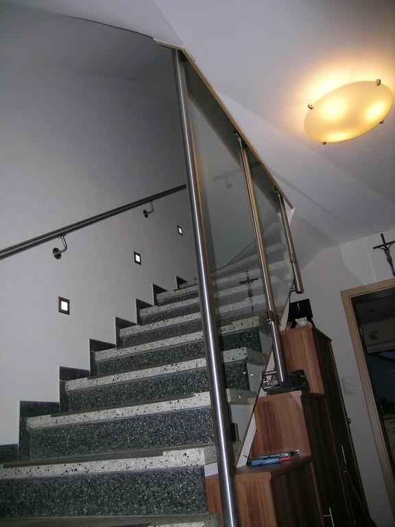 Treppenhaus mit verglaster Wange