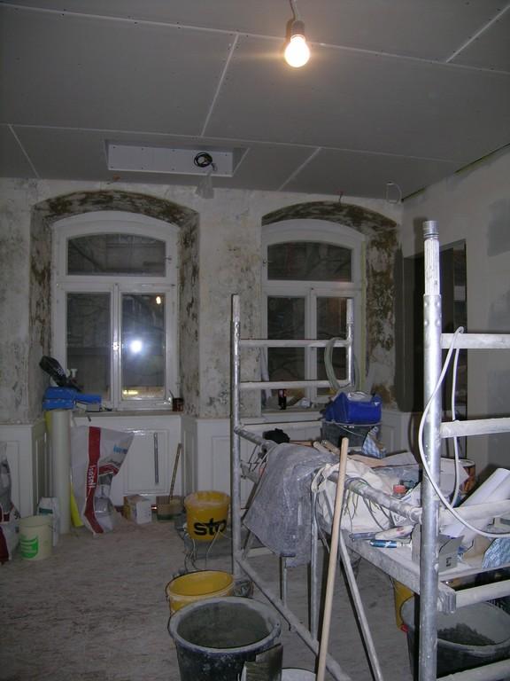 Behandlungsraum 1 mit Unterputz