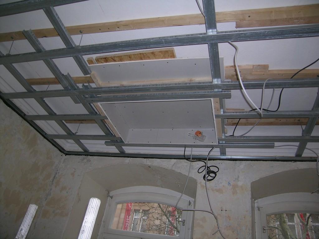 Deckenunterkonstruktion - Aussparung für TV in der Decke - Schattennut