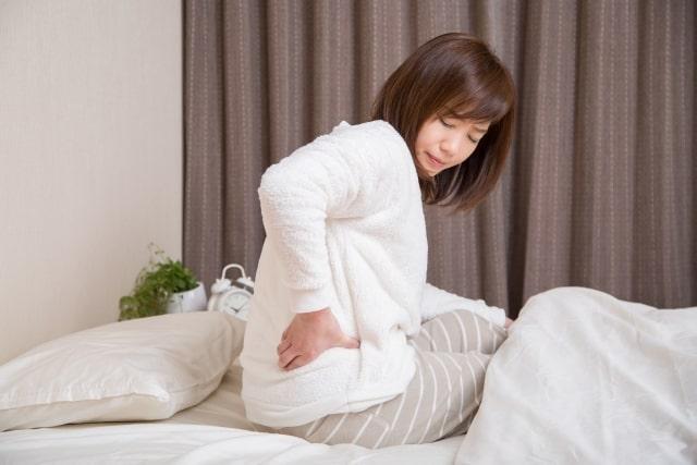 睡眠時に腰痛の危険あり!寝るときの姿勢はどうすればいい?