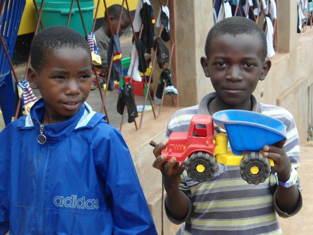 Szenen aus dem Alltag der Boarding-Kinder nach Schulschluss.