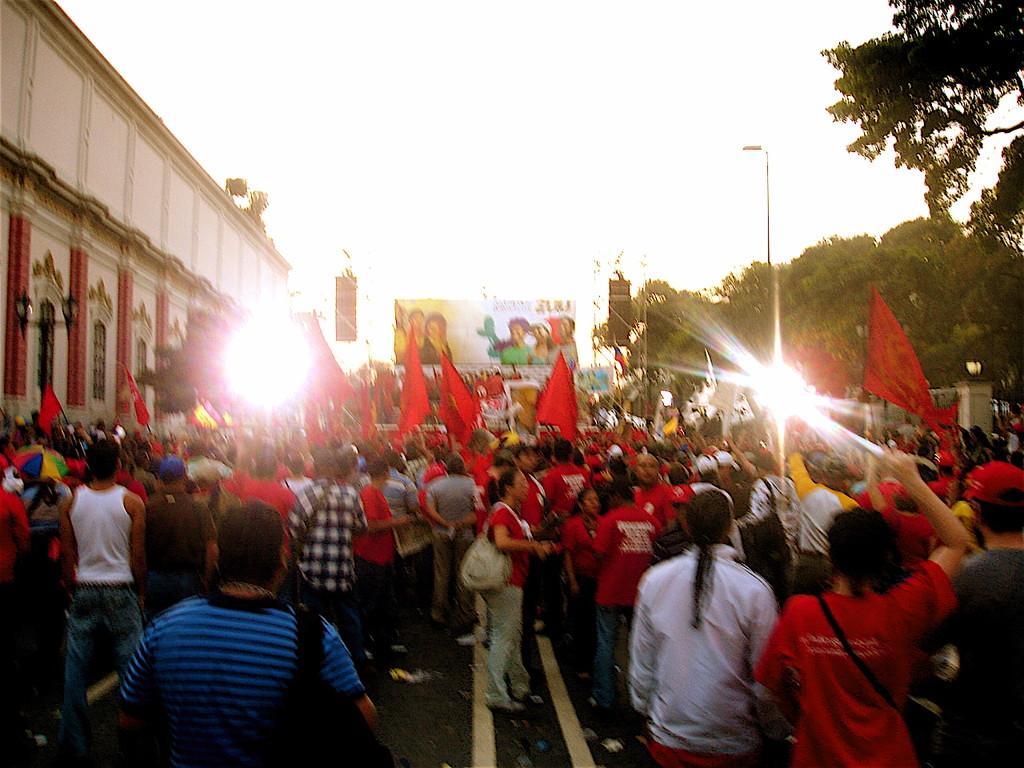 12 febbraio 2010 giornata della gioventù, manifestazione a Caracas - Miraflores con Chavez