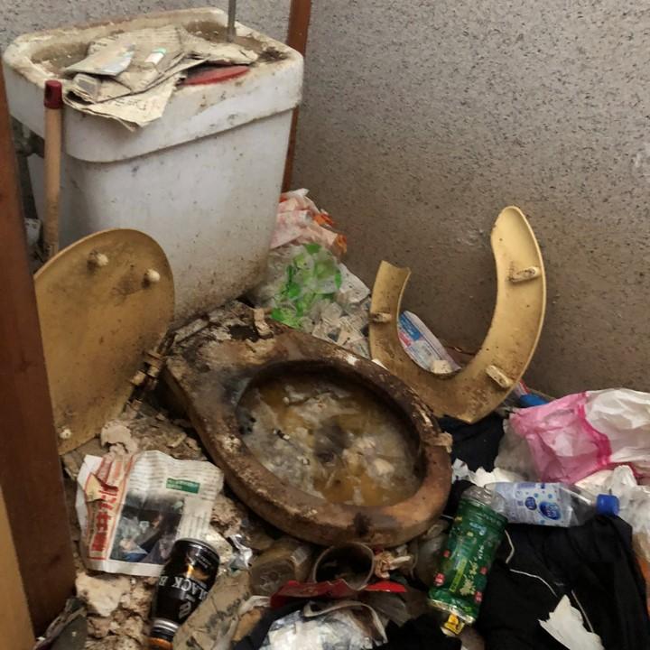 トイレ|ウンチ|汚物|汚トイレ|詰まり|掃除|クリーニング|ゴミ屋敷|超汚い|悲惨