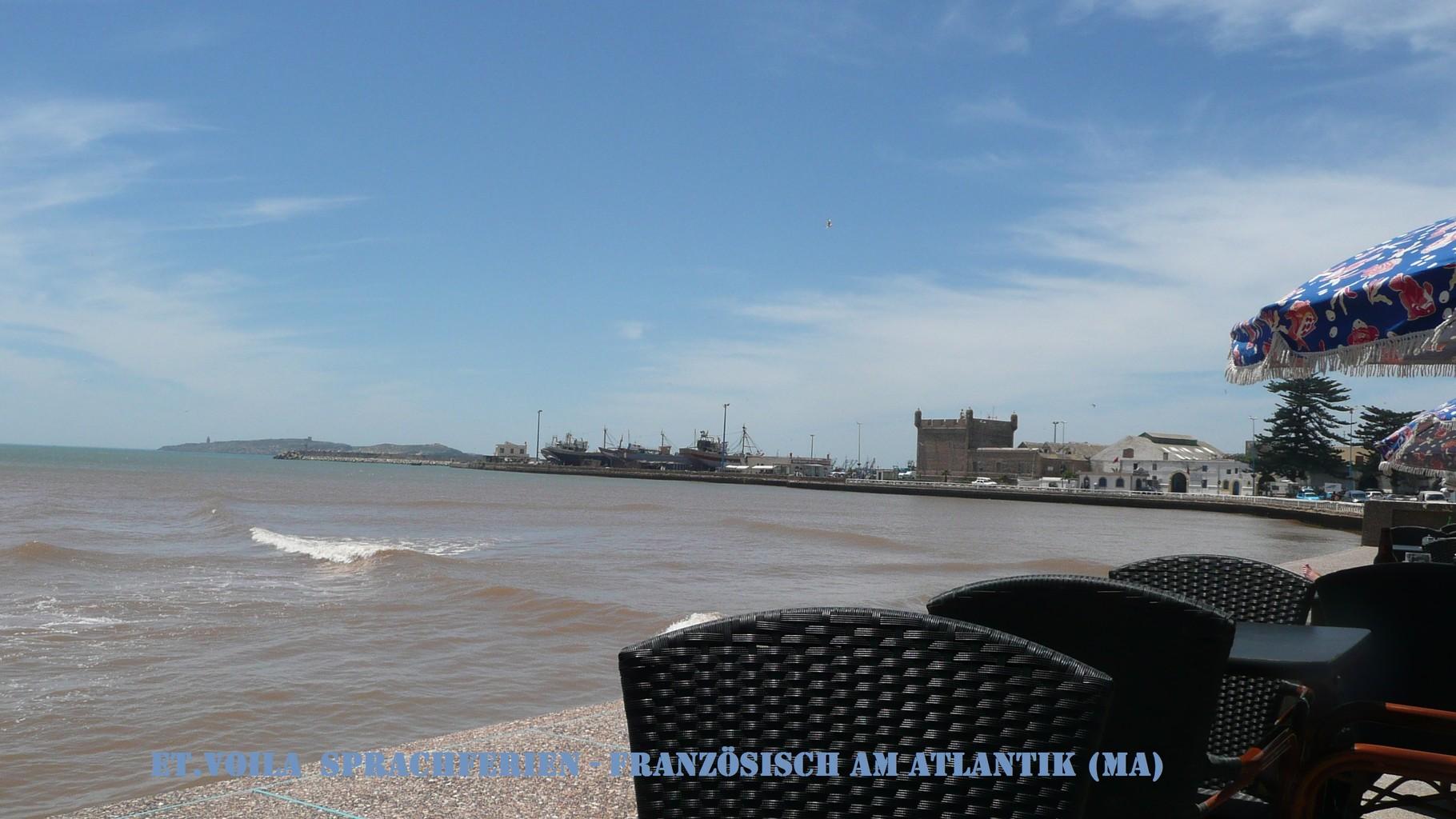 Essaouira, Café mit Blick Richtung Hafenspitze