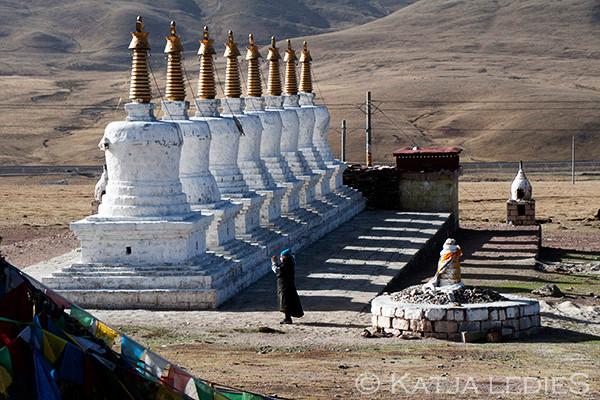 Kyogche La: 8 Stupas