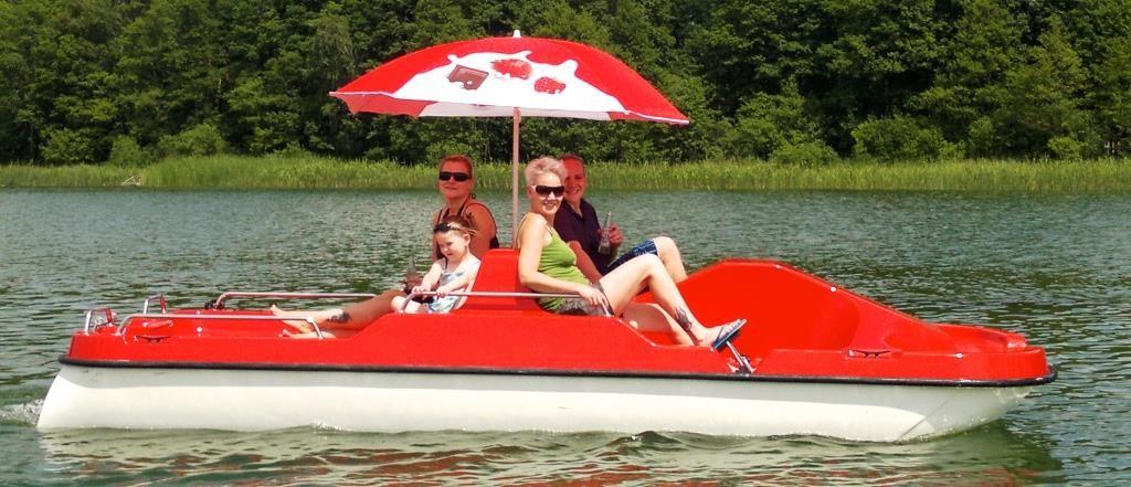 Tretboot fahren mit der ganzen Familie auf dem Lübbesee in Templin