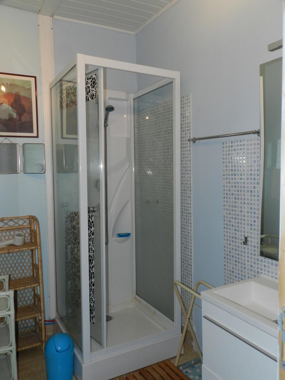 Cabinet de toilette bleu