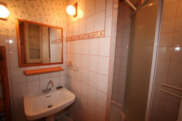 Cabinet de toilette rose