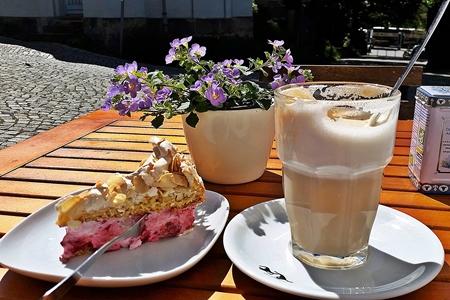 """Kaffeepause im """"Kleinsten Kaffeehaus Dresden"""" nach der Therapie"""