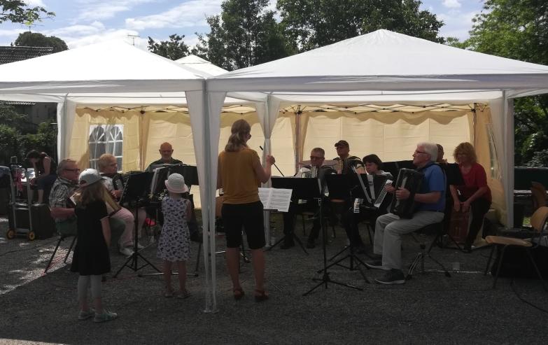 Hobby-Orchester beim Vatertagsfest in Oedheim