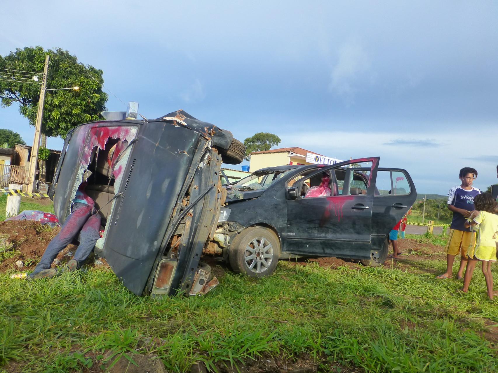 Abschreckung: Autounfall simuliert