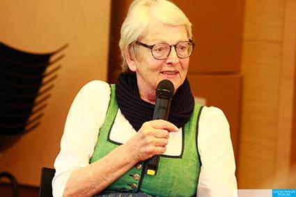 Trachtenexpertin Dr. Gesine Tostmann