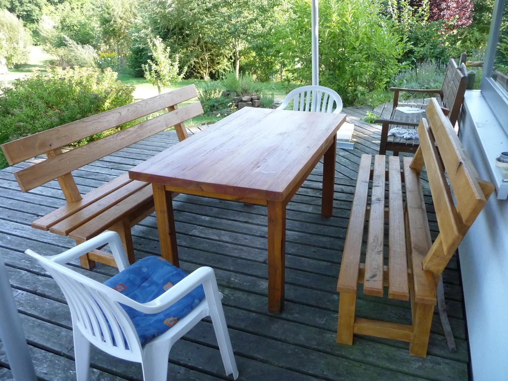 Sitzgruppe, Douglasie (Tisch), Eiche (Bänke)